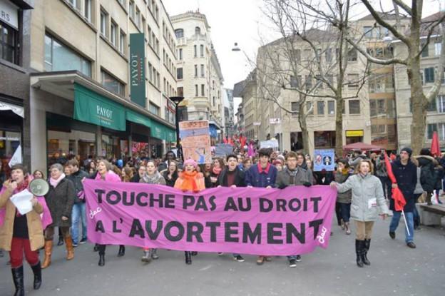 Mettre un CLAC à l'initiative « l'avortement est une affaire privée »